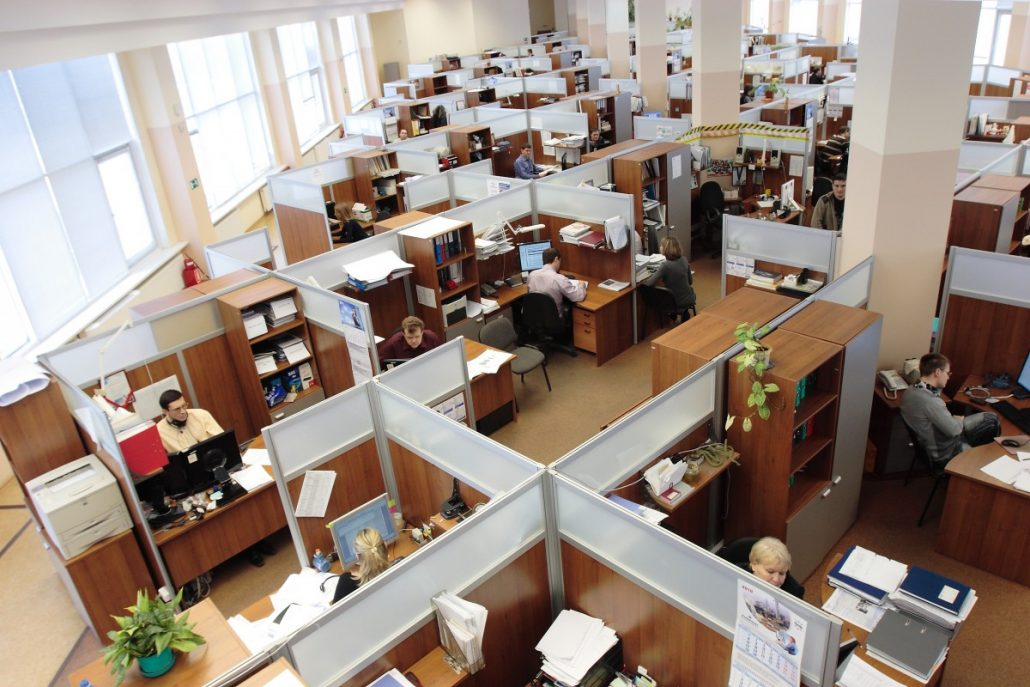 russia_office_men_women_working_workers_complex_cubicles-1134190-1030x687-1