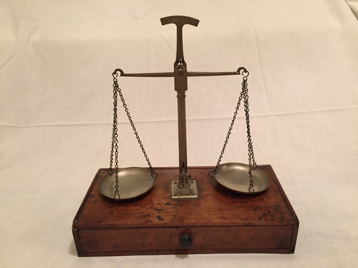 scales_of_justice_weigh_in_antique_scale_even_equal_weight_old-685672-1